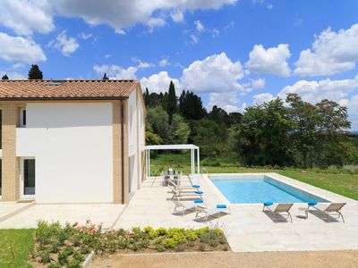 Photo for Dream house Modern design, swimming pool and spectacular views of the Sienese countryside