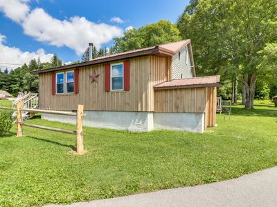 Dog-friendly country cabin w/ deck, firepit & air hockey - close to Yough River!
