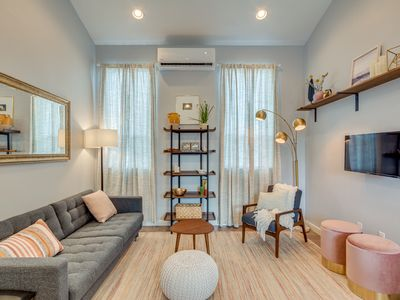 Airy & Bright 1 Bedroom + Office with Private Yard