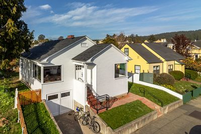 Los Bagels Bungalow is a beautifully renovated 1930's historic home.