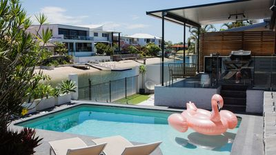 Photo for Palm Springs - Broadbeach Waterfront Entertainer