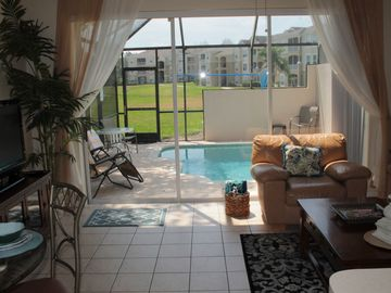 Princess Palm Paradise, 3 Bedroom, 3 Bathroom, sleeps 6 with a private pool