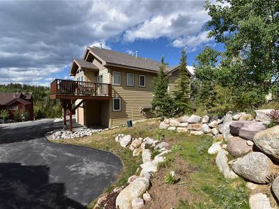 Photo for In Wildernest. Garage, Jetted Tubs. Easy Access to Hiking Trails, Outlets, Dining, River, Events