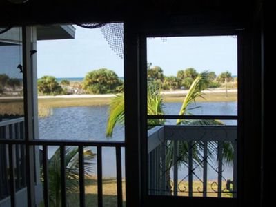 Photo for Gulf to Bay location at Hideaway Bay. Leave your cares behind. Boating, fishing shelling and relaxing in abundance on Little Gasparilla Island.