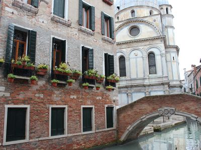 Photo for Charming, views Of Canals, Gondolas, Church Of The Miracoli