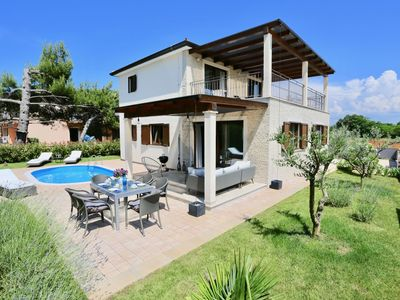 Photo for Exclusive detached villa with private pool, 500m to the sea