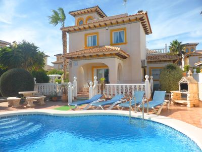 Photo for Fab 3 bed 2 bath detached villa, private pool, 10min walk to beach