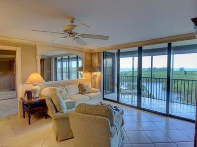 Photo for Gorgeous 2BR/2BA condo, 7th floor, walk to Beach, free WiFi
