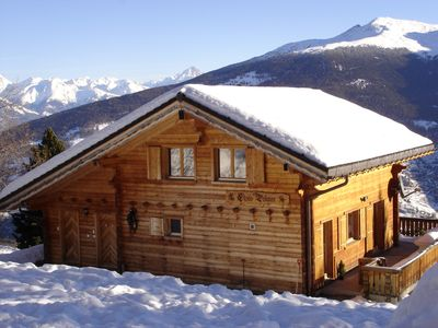 Photo for Luxury chalet - central village location, 2/3 minutes walk lifts, great views