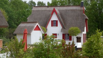 Photo for Thatched cottage with fireplace, sauna and large garden, walking distance to beach