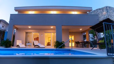 Photo for ✯✯✯✯ Villa Leonore with heated pool, close to sandy beach, sea and Omis town