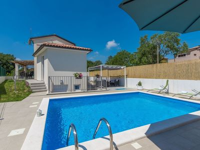 Photo for Modernly equipped holiday house near Rovinj with private pool for 6 person
