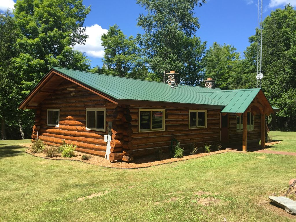Authentic Log Cabin Directly On Ontonagon River And