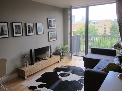 Photo for Recently Redecorated Flat In Central London - 3 month minimum