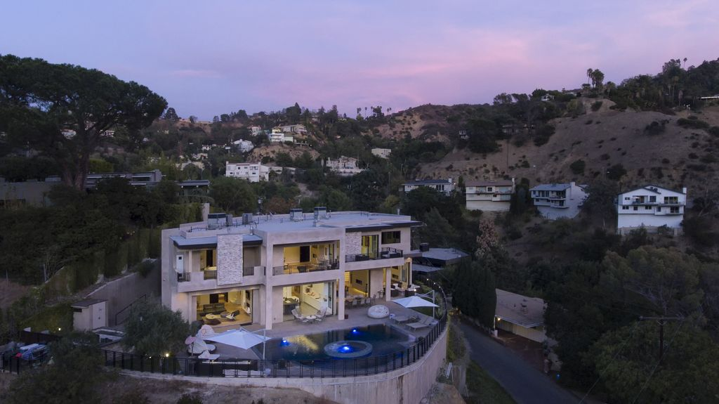 Property Image#2 A 7 Bedroom Gated Architectural Masterpiece. Crown Jewel  Of Hollywood