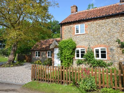 Photo for Meadow Cottage, north Norfolk for peace and quiet