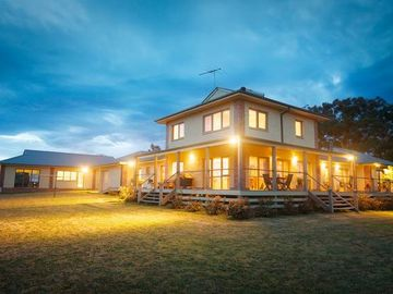 Kinglake Retreat - Sleeps up to 10 guests