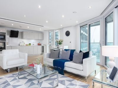 Photo for Spacious Luxury Altitude Point 1B apartment in Tower Hamlets with WiFi & lift.