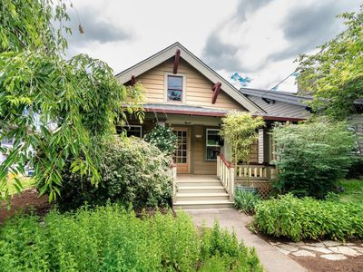 Charming And Cozy 2 Bedroom Bungalow Located In The Alberta Arts District.