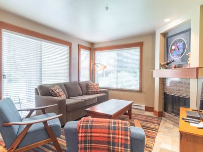 Modern 2BDR Condo  Steps from Ski-In & Ski-Out access