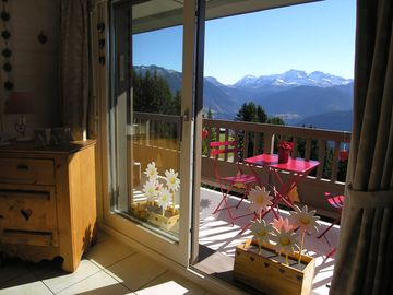 Alpages de Bisanne, Luxuary apartment with magnificient view of the surrounding mountains, heated indoor swimming-pool.