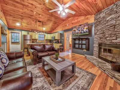 Photo for Blue Mountain Mist a 2 bedroom cabin close to town with a hot tub and fire pit.