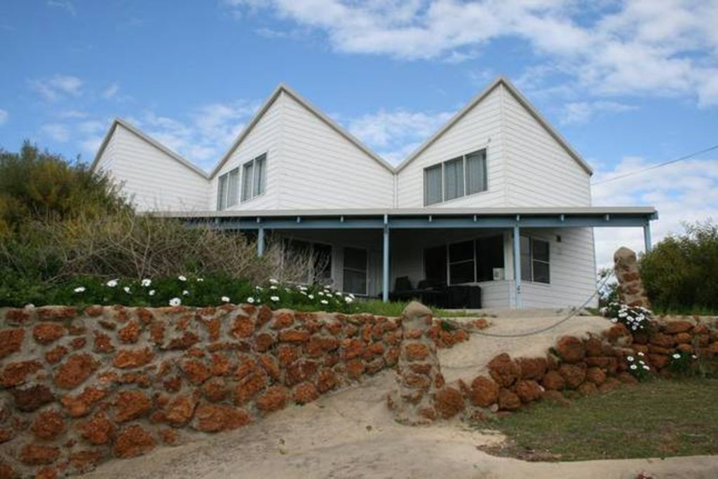 Sandunes Beachhouse-Seaside holidays & Ocean Views