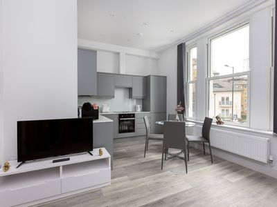 Photo for Luxury One Bedroom Apartment In Maida Vale