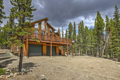 Explore the Rocky Mountains from 'Sunrise Pines,' a 3-bedroom, 3-bathroom  vacation rental log cabin in Fairplay.