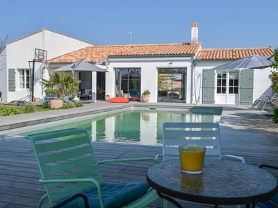 Photo for Beautiful luxury villa 250m2, patio, heated pool, 4/5 bedrooms, quiet