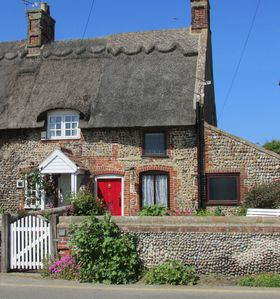 Photo for Comfortable cottage, 2 mins to beach, pet friendly, shops and pubs nearby