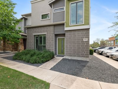 Photo for LUXURIOUS Posh Condo 3 Beds/3 Full Baths! Upscale Deco 5 Minutes From The Domain
