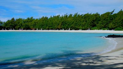 Photo for Stunning Beach Luxury Flat overhanging Anahita Golf Course off Ile aux Cerf