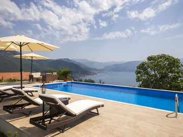 Luxury villa with pool, garden and spectacular sea and mountain views - Villa Stari Mlin