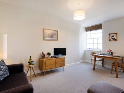 Photo for Bright & Central Apartment - MPN