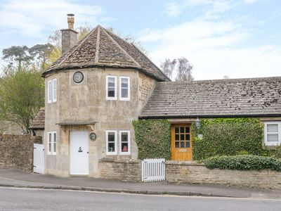 Photo for PIKE COTTAGE, romantic in Chipping Sodbury, Ref 1007513
