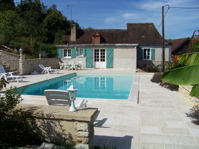 Photo for Quiet cottage with private swimming pool and fishing pond near Lascaux.
