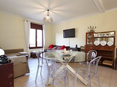 Photo for Apartment for 10 people in the heart of Barcelona!