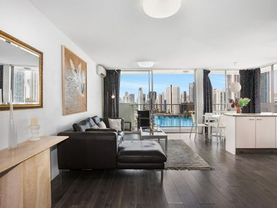 Photo for Sweeping Views of Surfers Paradise and Chevron Island