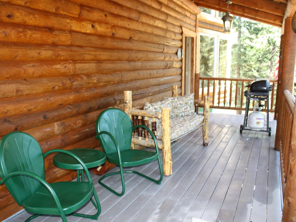 Family friendly 3 bedroom 2 bath log cabin with lake for 3 bedroom log cabin