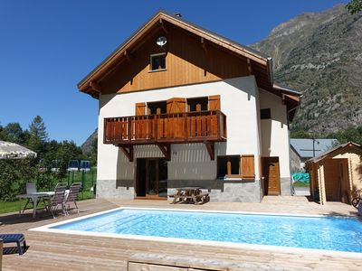 Photo for Beautifully situated and very spacious chalet with heated swimming pool near Les Deux Alpes.