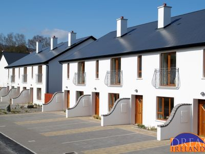 Photo for 3 bedroom holiday home, sleeps 6.  5 min stroll into Kenmare town