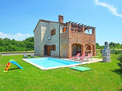 Photo for Beautiful villa with swimming pool, barbecue, wifi, suitable for family