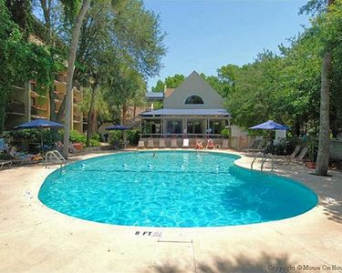Photo for Location:Location: Steps to Coligny/Beach, access 3 pools, 2 balconies