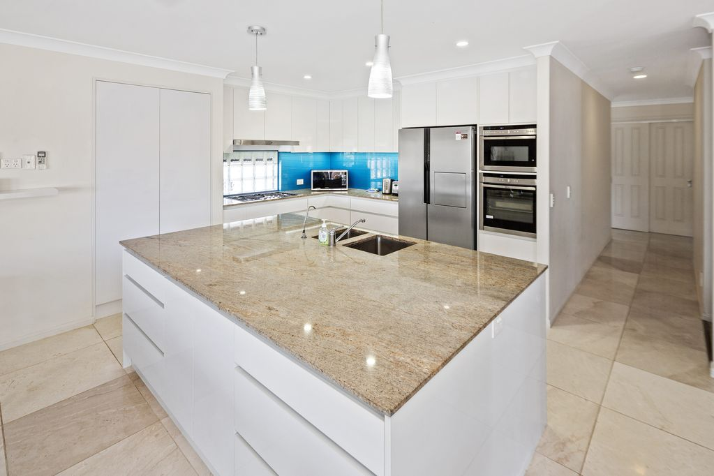 Entertainers Delight With 19 5 Meters Canal Front Helensvale