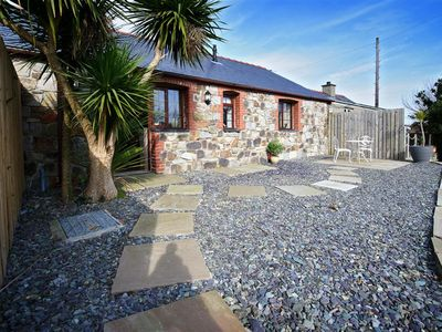 Photo for Standing in a group of properties on the owner's farm just outside Abersoch, this delightful cottage