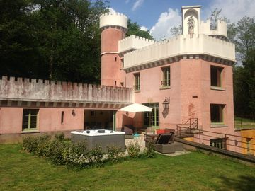 Mansion with SPA in the heart of the woods, high quality service, Champagne vineyards