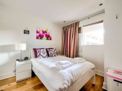 Photo for Bright, Modern 1 Bed Close to City Centre