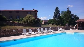Castle South France with pool, fantastic for family or friends party