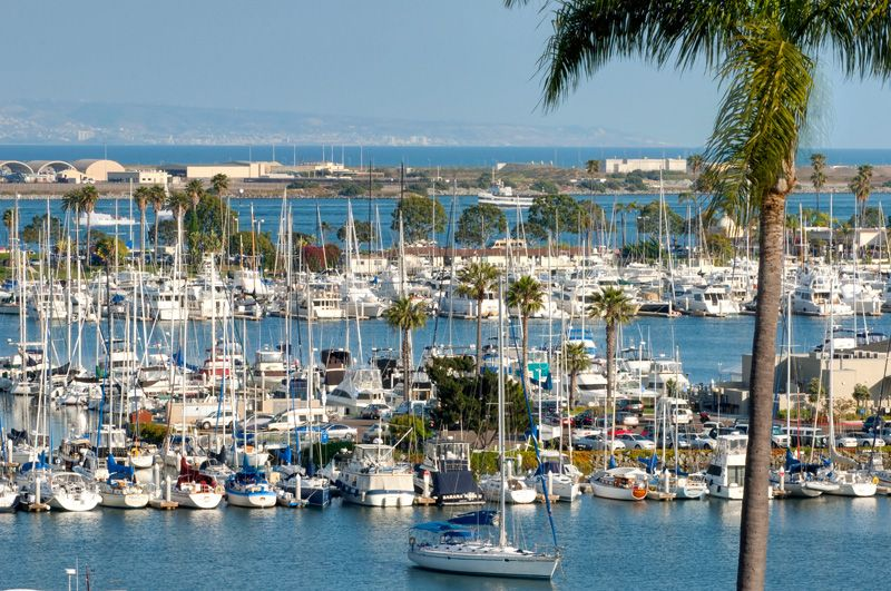 Yacht Sailers Paradise in Point Loma walking distance from the San Diego Yacht Club and the Harbor, Hot Tub, Harbor Views of the Marina, Large back yard with full outdoor kitchen, sitting area, fruit trees and hideaway resort  feel.
